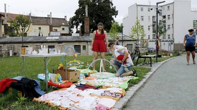Bleší trh v parku Skleněnka v Hradci Králové.