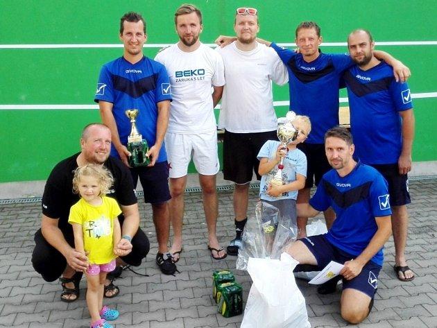 O pohár starosty Černožic: Vítězný tým turnaje v malé kopané - Hurican Černožice.