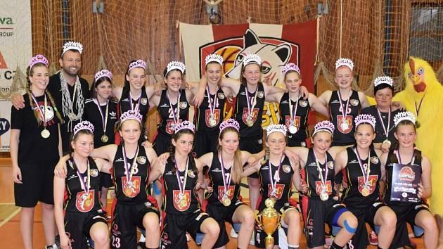 """Hradecké """"lvice"""" ročníku 2004 kralují v České republice, což ukázaly na turnaji MČR ve Strakonicích."""