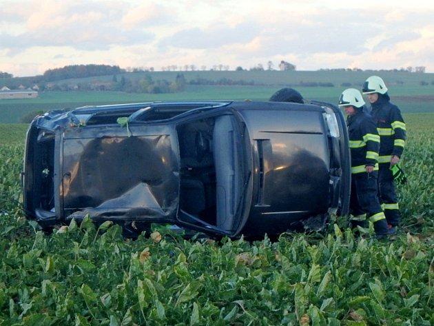 Havárie osobního automobilu u Starého Bydžova.