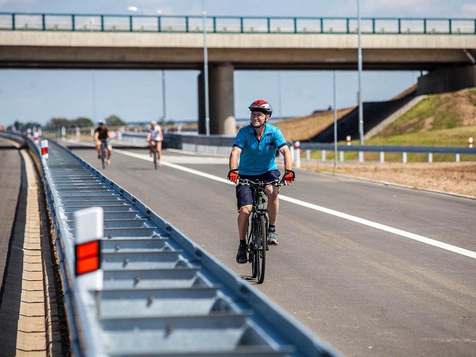 Zpřístupnění dálnice D11 u Hradce Králové.