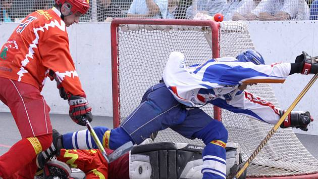 Hokejbal, finále extraligy: Kladno vs. Hradec (červené dresy)