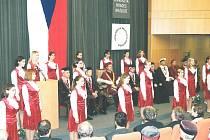 Inaugurace studentů Univerzity Hradec Králové v roce 2000.