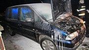V Bělči nad Orlicí hořelo auto.