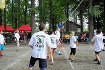 Volejbalový turnaj osadníků v rámci programu aktivit Spojených osad údolí Orlice.