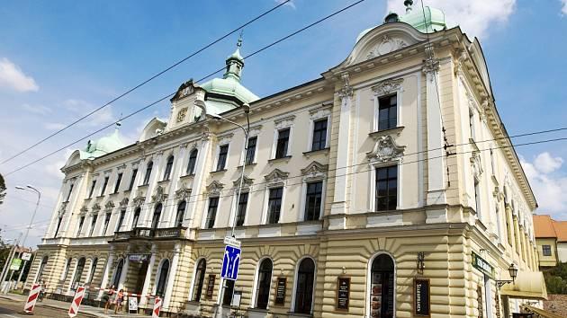 Budova Adalbertina v centru Hradce Králové.