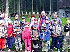 Ze soustředění hasičského kroužku z Ledců na chatě Horalka ve Sněžném v Orlických horách.