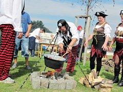 Chlumecký kotlík - soutěž ve vaření guláše v Chlumci nad Cidlinou.
