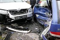 Střet dvou osobních automobilů v Předměřicích nad Labem.