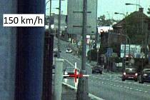 Muž v ulicích Hradce místo rychlosti 50 km/h uháněl 150...