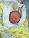 JAN KOŠŤÁL se narodil 10. 4. ve 3.25 hodin. Měřil 48 cm a vážil 3130 g. Potěšil rodiče Hanu a Jana Košťálovy z Pardubic, také sestru Adélku.