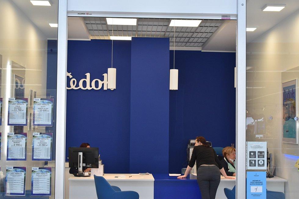 Kromě obchodů se otevřely také třeba cestovní kanceláře.