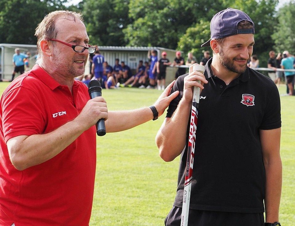 Exhibiční fotbalový duel mezi FC Nový Hradec a Mountfieldem HK znovu nezklamal.