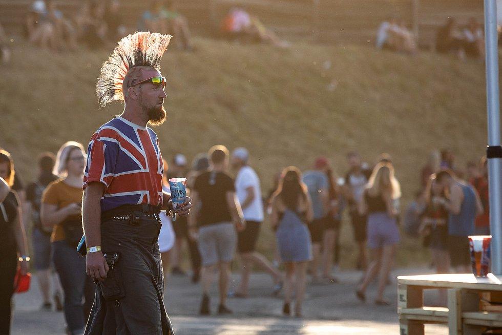 Festival Rock for People na hradeckém letišti.