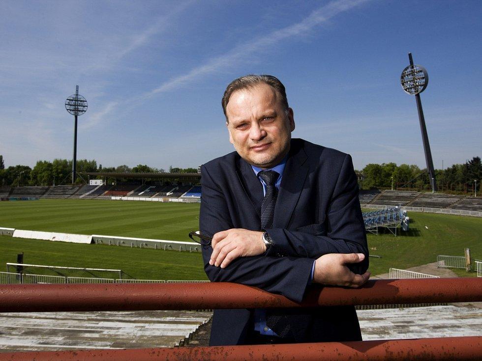 Tomáš Rademacher, zakladatel webových stránek věnujících se historii sportu v Hradci Králové – Sport pod Bílou věží.