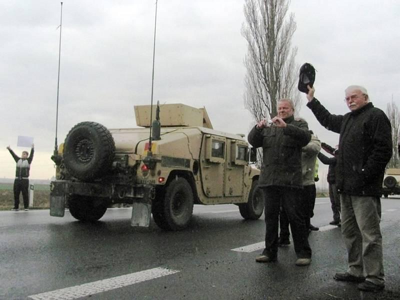 Americký konvoj v Hradci Králové.