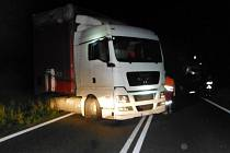 Dopravní nehoda dvou kamionů na silnici I/35 mezi Hradcem Králové a Jičínem u Mžan.