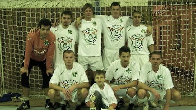 ZASLOUŽENÉ VÍTĚZSTVÍ slavili hráči Guma teamu na RV Cupu v Hlušicích, přestože úvod ve skupině se jim příliš nevydařil.