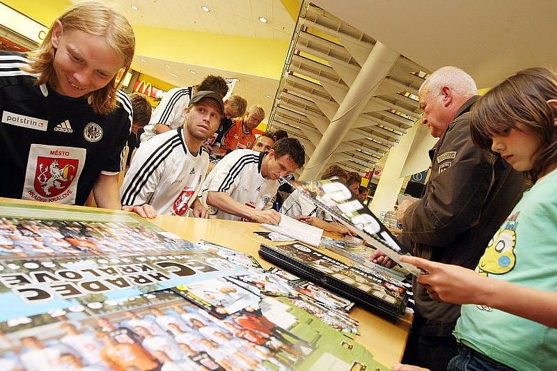 Autogramiáda 'Votroků' v nákupním centru Futurum ve čtvrtek 27. května 2010.