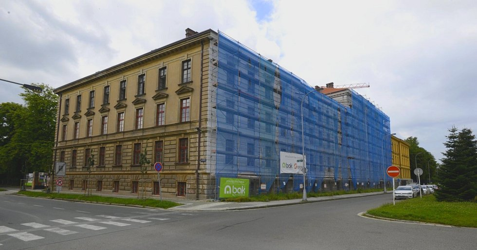 Gayerovy kasárny, ve kterých má své zázemí Muzeum východních Čech.