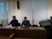 Jiří Sádovský (22) podle obžaloby v listopadu 2015 v Úpici při potyčce udeřil třikrát do hlavy 43letého muže. Zraněný upadl do kómatu a později v nemocnici zemřel. Soud zato mladíkovi udělil tříleté odnětí svobody podmíněně odložené na pět let.