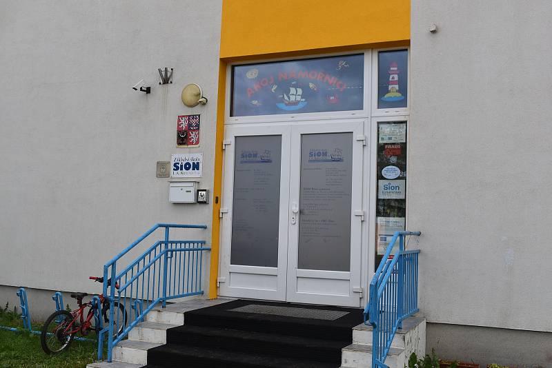 Prostory v budově ŽŠ a MŠ Pohádka v Mandysově ulici musí SIon vyklidit do 31. prosince.