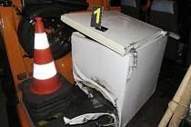 Ztracená mraznička viníkem nehody na dálnici.