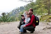 Marek s maminkou a sestrou chvíli před stanovením diagnózy v dubnu 2014.