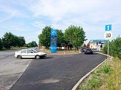 Zkratka na dálnici D11 u čerpací stanice v Opatovicích nad Labem.