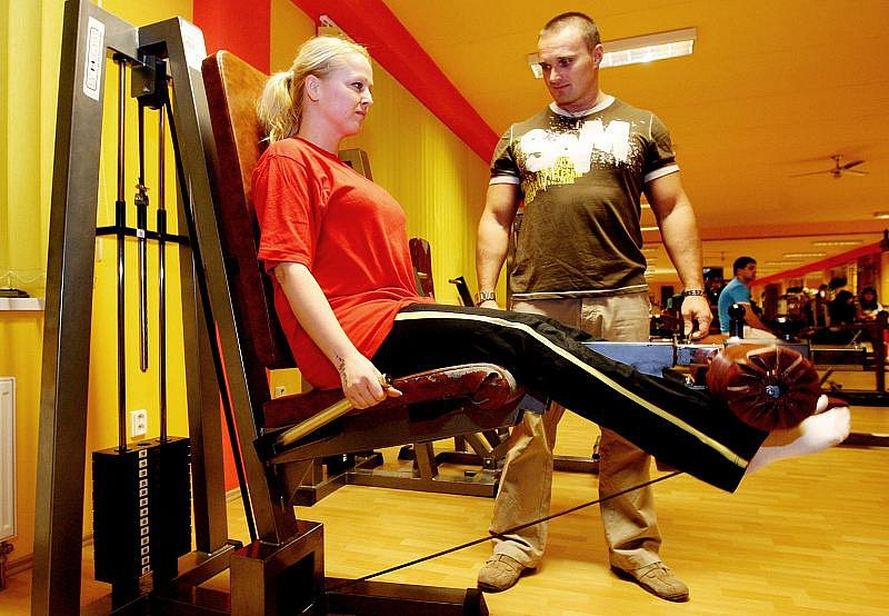 DAGMAR ABDEL AA POPOVA, 34 let, kadeřnice z Hradce Králové, co ráda cestuje. Do soutěže se přihlásila, protože by ráda zhubla a vylepšila si postavu.