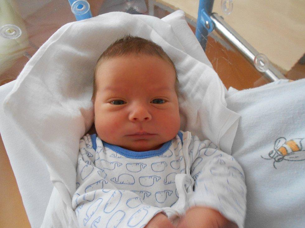 Zdeněk Ungrád se narodil 3. 5. 2021 v1:05 hodin. Měřil 52 cm a vážil 3 860 g. Rodiče Terezie a Pavel Ungrádovi jsou zLiberku. Zdeněk má sourozence Pavlíka a Kristýnku. Tatínek byl u porodu velkou oporou.