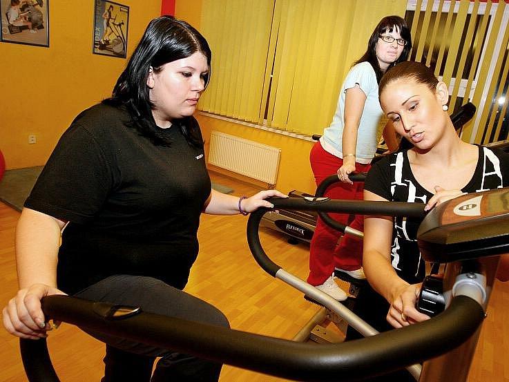 DOMINIKA MUCHOVÁ, 18 let, studentka z Hradce Králové. V soutěži s Deníkem se bude snažit hlavně zhubnout, také se chce naučit správně jíst a účinným způsobem zpevňovat postavu. Doufá, že když hodně chce, že to dokáže.