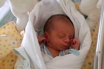 JÁCHYM KARÁSEK se narodil 24. dubna v 15.38 hodin. Měřil 51 cm a vážil 3420 g. Příchodem na svět potěšil rodiče Janu a Tomáše Karáskovy z Týniště nad Orlicí. Tatínek byl mamince u porodu oporou, za kterou je vděčná. Doma se těší sourozenci Denisa a Erik.