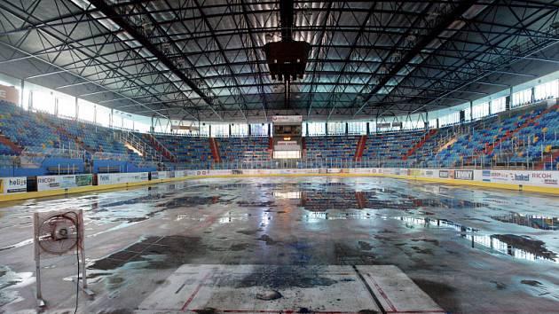 Zimní stadion při opravách v roce 2009.