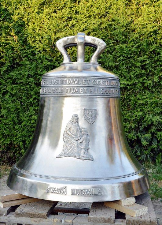 Obroušené zvony Ludmila a Michael před povrchovou úpravou.