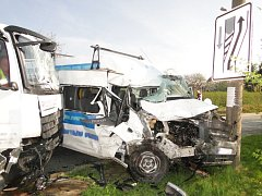 Nehoda tří vozidel u obce Dolní Přím.