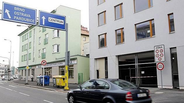 Cena za místo v novém parkovacím domě v Haškově ulici v centru Hradce Králové by se měla pohybovat od 2400 do 3600 za kalednářní rok.
