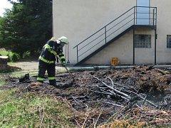 Požár garáže v hradeckých Malšovicích.