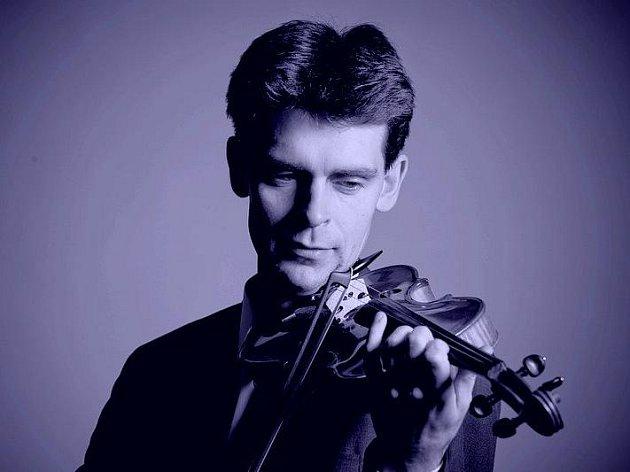 Tomáš Vinklát začal svoji kariéru v hradecké základní umělecké škole. Dnes hraje s vídeňskými filharmoniky.