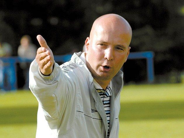 NOVÝ KOUČ druholigových fotbalistů FC Hradec Králové Pavel Malura hodlá udělat maximum, aby se mu s týmem podařilo už na jaře postoupit mezi českou elitu.