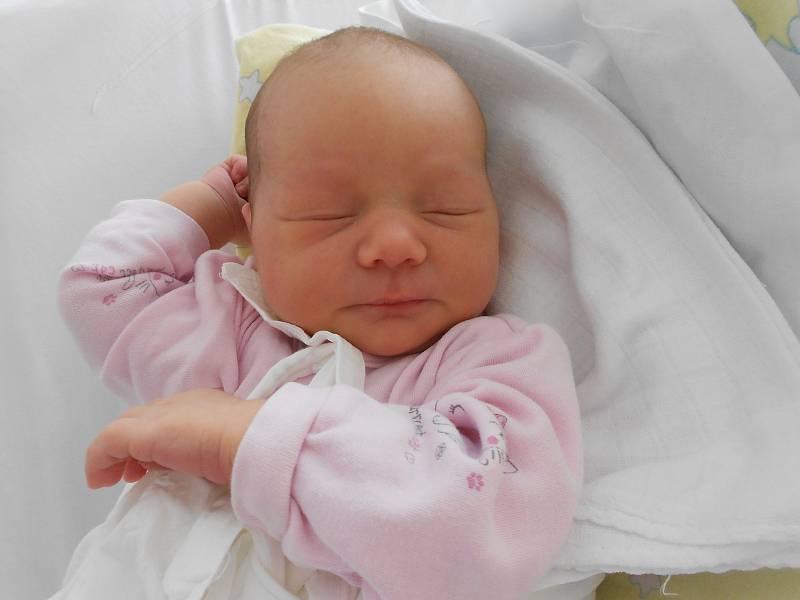 TEREZA PETROVSKÁ přišla na svět 20. července ve 20.32 hodin. Měřila 53 cm a vážila 3650 g. Velkou radost svým příchodem na svět udělala svým rodičům Kláře a Danielovi Petrovským z Týniště nad Orlicí. Tatínek byl u porodu a zvládl to skvěle.