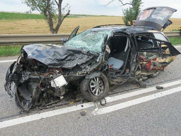 Vážná nehoda uLochenic: Sedm zraněných a škoda půl milionu korun