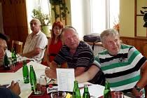 Aktiv oddílů Okresního fotbalového svazu Hradec Králové v restauraci U Švagerků.