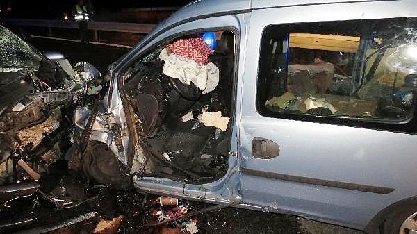 Dopravní nehoda dvou automobilů na sjezdu z dálnice D11.