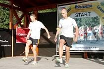 Hradecká dvojice footbagistů Tomáš Tuček – Martin Sládek (zleva).