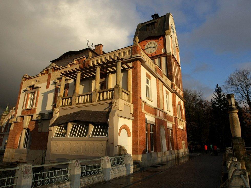 """Malá vodní elektrárna """"Hučák"""" na Labi v Hradci Králové."""