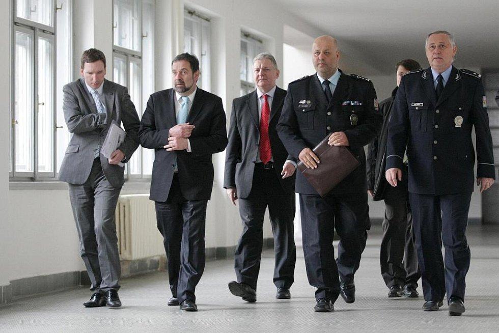 Ministr vnitra Radek Joh a policejní prezident Petr Lessy navštívili Hradec Králové.