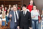 Obžalovaný Martin Baťa  (na snímku) vkročil do soudní síně v doprovodu svého otce a obhájce. Eskorta nebyla zapotřebí, jelikož mladík nebyl ve vazbě.