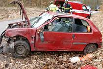 Havárie osobního automobilu mezi obcemi Libčany a Homyle.