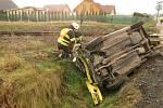 U Všestar se srazil vlak s autem.